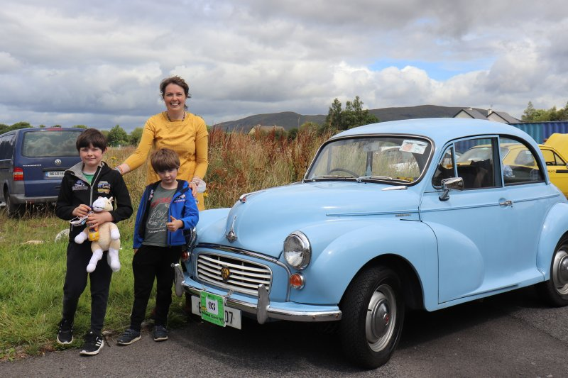 Foxford-16.-Mary-Munnelly-family-with-1968-Morris-Minor-1000.Pic-Sinead-Mallee